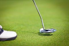 球高尔夫球草绿色棍子 库存照片