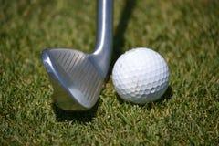 球高尔夫球铁 免版税图库摄影