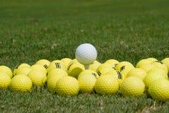 球高尔夫球medaphore 库存照片