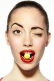 球bitting的嘴糖网球 免版税库存图片