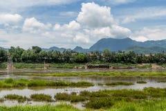 琅勃拉邦美好的全景湄公河,老挝的银行的 免版税库存照片