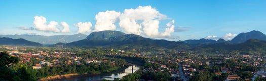 琅勃拉邦,老挝全景从登上phousi琅勃拉邦的视图 库存图片