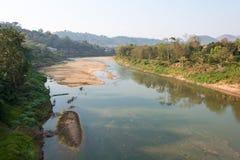 琅勃拉邦,老挝- 2015年3月05日:Luang的Praba Nam可汗河 免版税库存图片