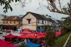 琅勃拉邦` s工艺品夜市场 免版税库存照片