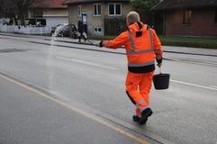 理事会工作者传播由于拖鞋路 库存图片