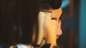 理发师剪客户的头发 股票录像