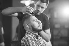 理发店的年轻人 免版税图库摄影