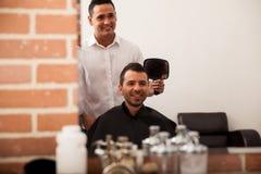 理发店的愉快的顾客 库存图片