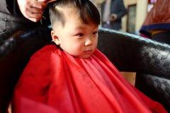 理发店的男孩 免版税库存照片