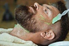 理发店 在刮脸激怒以后 擦面液胶凝体 发廊和理发师葡萄酒 免版税图库摄影