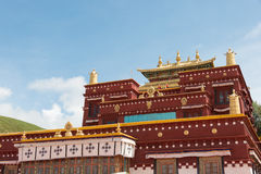 理塘,中国- 2014年7月17日:Ganden Thubchen Choekhorling Monast 免版税库存图片