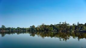 理想的对称 湖在柬埔寨 10-01-2014 图库摄影