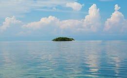 理想的热带空白沙子海岛 免版税库存图片