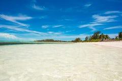 理想的白色海滩在加勒比 免版税库存图片