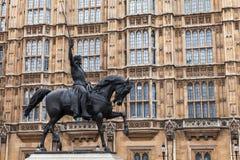 理查Coeur de Lion是骑马雕象 免版税库存图片