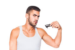 整理他的胡子的年轻英俊的人 免版税图库摄影