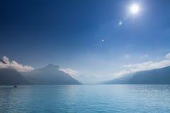 琉森湖和瑞士山在Brunnen,瑞士 免版税库存照片