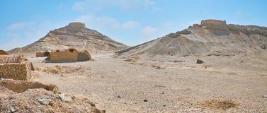 琐罗亚斯德教的埋葬复合体,亚兹德,伊朗全景  免版税库存图片