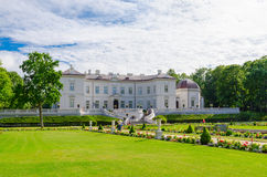 琥珀博物馆在植物的公园,帕兰加,立陶宛 免版税库存图片