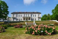 琥珀色的博物馆,一个玫瑰园,帕兰加,立陶宛 免版税库存照片