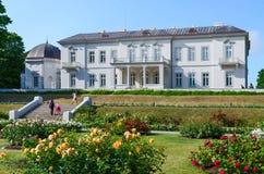 琥珀色的博物馆,一个玫瑰园,帕兰加,立陶宛 免版税库存图片