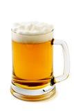 琥珀色的啤酒令人愉快的杯子 库存照片