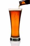 琥珀色的啤酒 库存照片