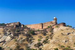 琥珀色的堡垒古老墙壁与风景的在斋浦尔 库存照片
