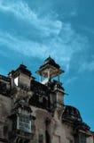 琥珀色的堡垒的片段在有深蓝天的斋浦尔印度在背景 免版税库存照片