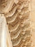 琥珀色的堡垒的被雕刻的大理石柱廊 免版税库存照片