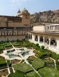 琥珀色的堡垒:charbagh庭院 库存图片