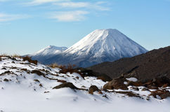 瑙鲁霍伊火山和汤加里罗山冬天风景  免版税图库摄影