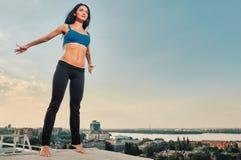 瑜伽健身妇女 免版税图库摄影