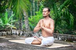 瑜伽凝思在印度 免版税库存图片