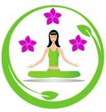 瑜伽凝思女孩徽标 免版税库存照片