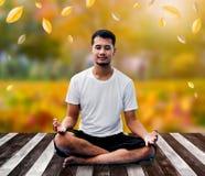 瑜伽和凝思 免版税库存图片