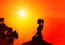 瑜伽和凝思 免版税图库摄影