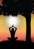 瑜伽和美好的自然,例证传染媒介 免版税库存照片