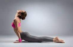 瑜伽妇女 免版税库存照片