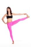 瑜伽姿势的-用脚尖踢位置的手俏丽的妇女。 免版税图库摄影