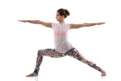 瑜伽姿势virabhadrasana 2 免版税库存图片
