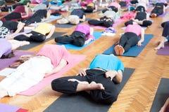 瑜伽尸体姿势 免版税图库摄影