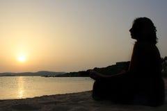 瑜伽日落01 免版税图库摄影