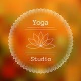 瑜伽演播室商标的模板  库存照片