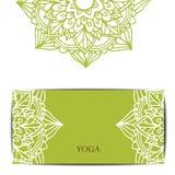瑜伽演播室礼品券模板 免版税库存照片