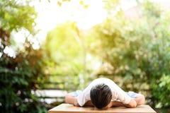 瑜伽男孩 免版税库存图片