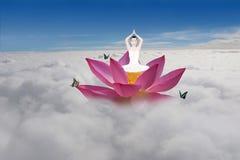 瑜伽莲花飘渺妙境 库存照片
