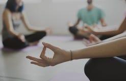 瑜伽练习类概念 库存照片
