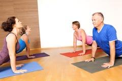 瑜伽锻炼 免版税库存图片