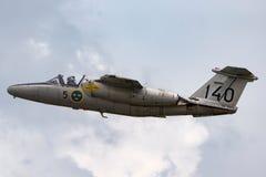 瑞典人空军队历史的飞行绅宝105喷气机教练员SE-DXG 库存图片